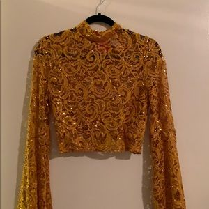 A'GACI crop w/ slight flared out sleeves!!